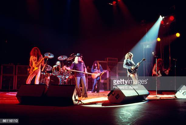 Photo of LYNYRD SKYNYRD and Allen COLLINS and Artimus PYLE and Ronnie Van ZANT and Gary ROSSINGTON and Steve GAINES and Leon WILKESON Group...