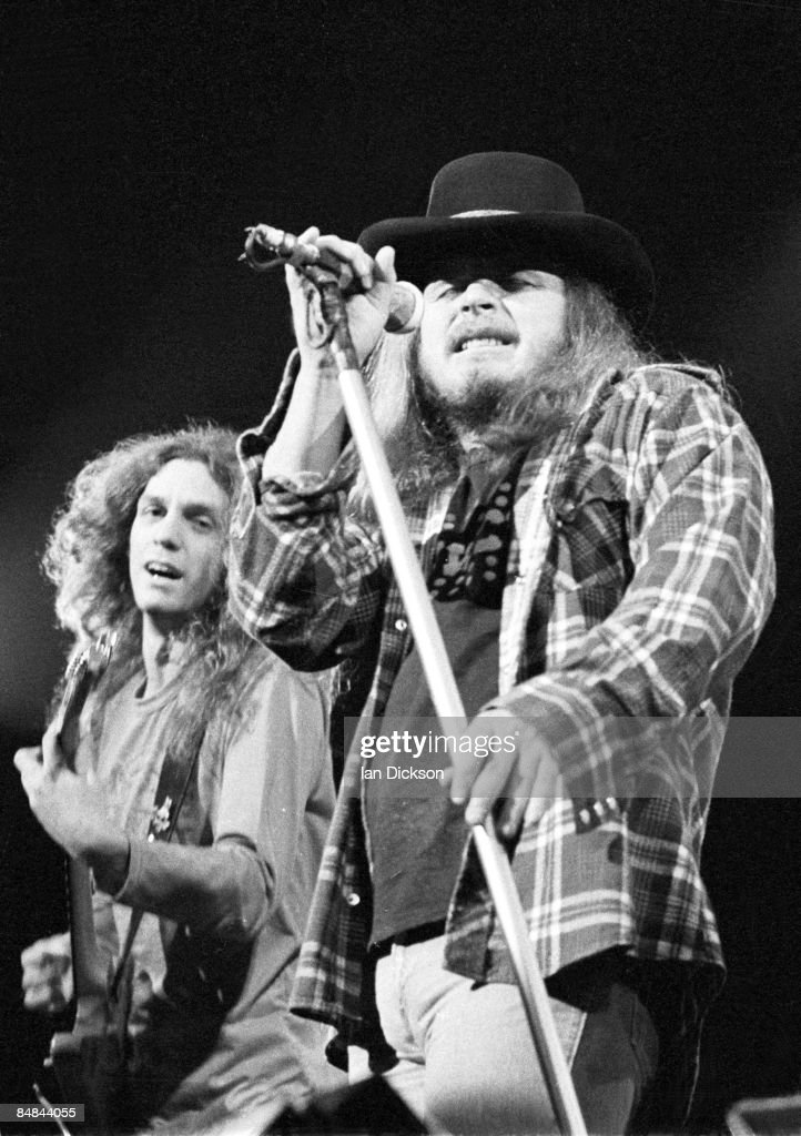 Photo of LYNYRD SKYNYRD and Ronnie VAN ZANT and Allen COLLINS : News Photo
