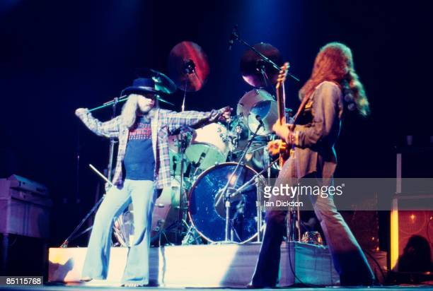 THEATRE Photo of LYNYRD SKYNYRD and Ronnie Van ZANT and Gary ROSSINGTON Ronnie Van Zant and Gary Rosssington performing on stage