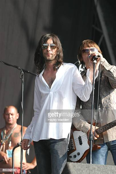 FESTIVAL Photo of MANI and Bobby GILLESPIE and PRIMAL SCREAM Bobby Gillespie and Mani performing live onstage