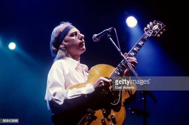 UNITED STATES JANUARY 01 Photo of Mark KNOPFLER and DIRE STRAITS Mark Knopfler playing Gibson Super 400 guitar