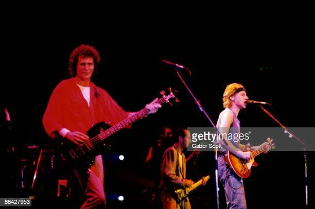 Photo of Mark KNOPFLER and John ILLSLEY and DIRE STRAITS and Mark KNOPFLER LR John Illsley Jack Sonni Mark Knopfler performing live onstage