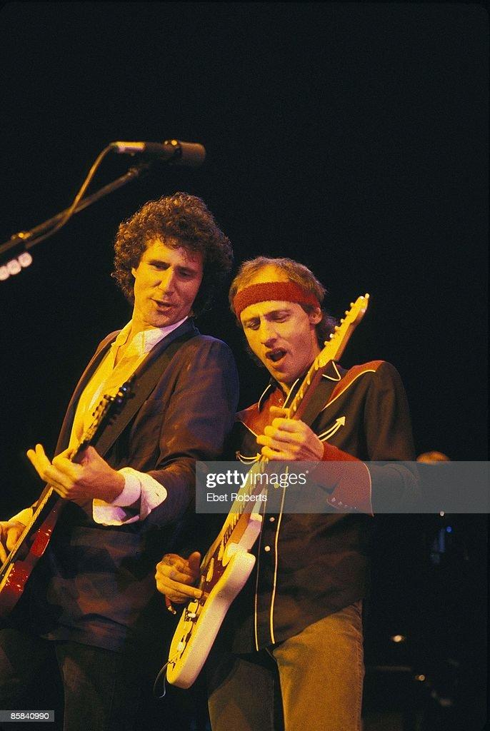 Photo of Mark KNOPFLER and John ILLSLEY and DIRE STRAITS : News Photo