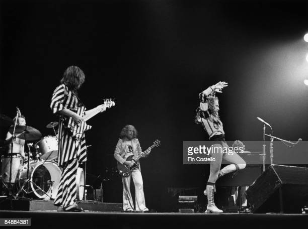 HAVEN Photo of Martin BARRE and JETHRO TULL and Ian ANDERSON and Barriemore BARLOW and Jeffrey HAMMOND LR Barriemore Barlow Jeffrey Hammond Martin...