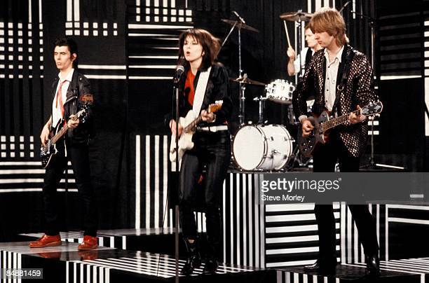 Photo of Martin CHAMBERS and Chrissie HYNDE and PRETENDERS and Pete FARNDON and James HONEYMAN-SCOTT, L-R: Pete Farndon, Chrissie Hynde, Martin...
