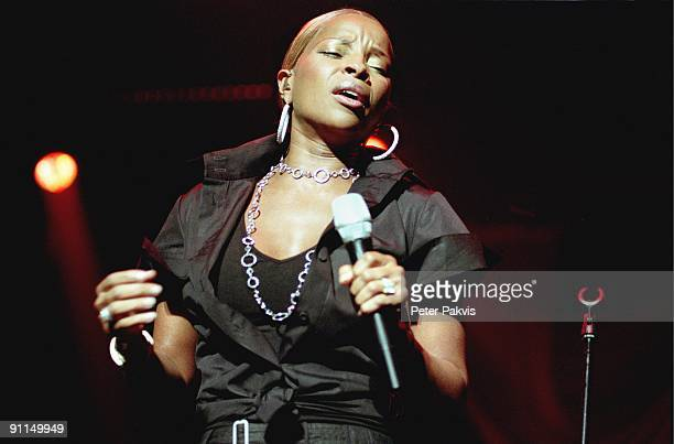 Photo of Mary J BLIGE Mary J Blige Heineken Music Hall Amsterdam Nederland 15 juni 2006 Pop R and B soul funk zangeres Mary J Blige zingt met...