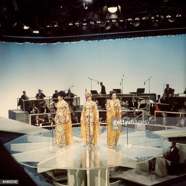 Photo of Mary WILSON and Cindy BIRDSONG and SUPREMES and Diana ROSS Group performing on stage LR Cindy Birdsong Mary Wilson and Diana Ross