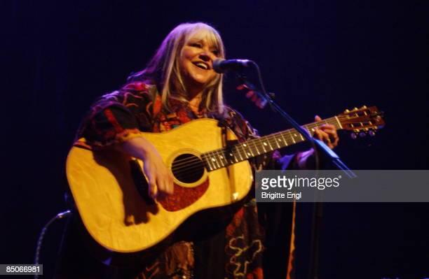 Photo of MELANIE, Melanie Safka performing on stage