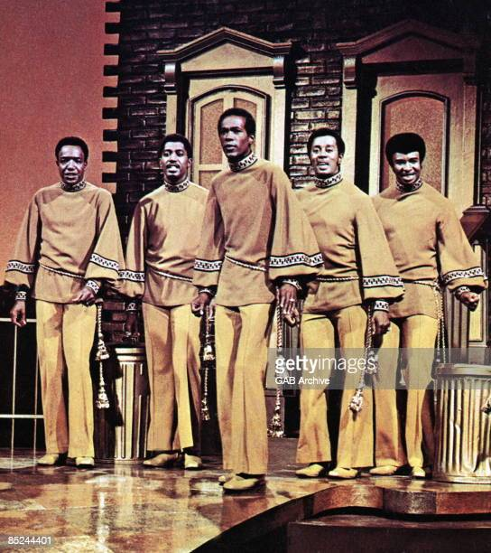 Photo of Melvin FRANKLIN and Eddie KENDRICKS and TEMPTATIONS and Paul WILLIAMS and Otis WILLIAMS and Dennis EDWARDS; L-R: Paul Williams, Otis...