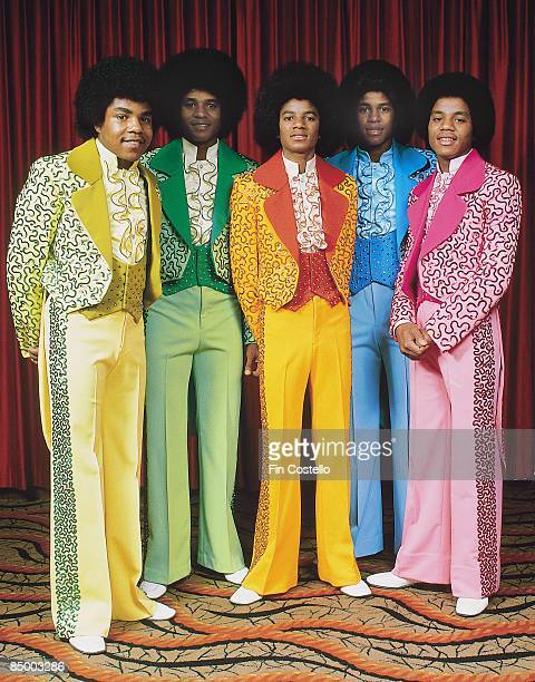 Photo Of Michael JACKSON And FIVE Posed Group Portrait Full Length LR Tito Jackie
