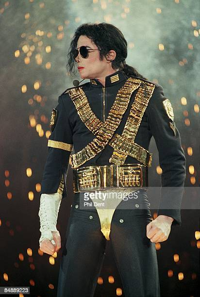 Photo of Michael JACKSON, Michael Jackson performing on stage - Dangerous Tour