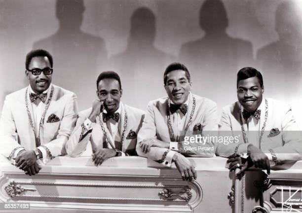 Photo of MIRACLES and Smokey ROBSINSON and Bobby ROGERS and Pete MOORE and Ronald WHITE Posed group portrait of The Miracles LR Bobby Rogers Ronald...
