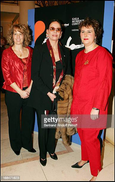 Photo of Mme Genevieve Sevrin and Claudine Auger at 11th Gala Musique Contre L'Oubli In Benefit of Amnesty International
