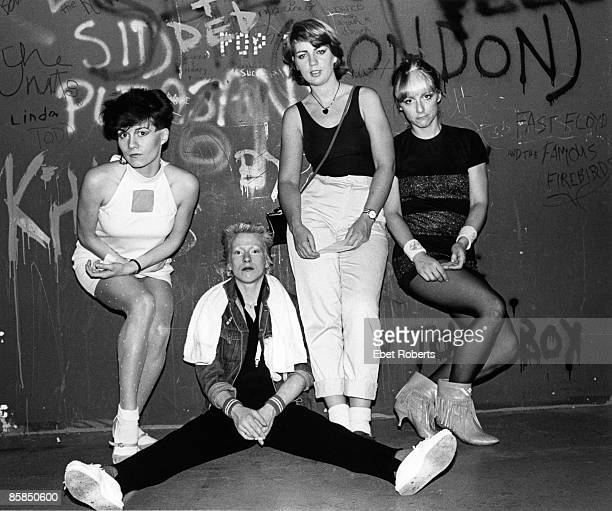 Photo of MODETTES and Ramona CARLIER and Jane CROCKFORD and June MILES KINGSTON and Kate KORUS Posed group portrait LR Ramona Carlier Jane Crockford...