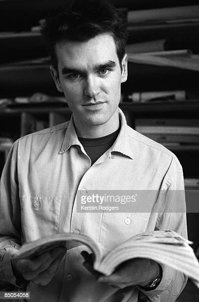 Photo of MORRISSEY and SMITHS Morrissey posed reading book