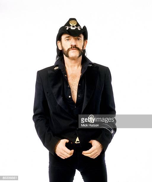 Photo of MOTORHEAD and LEMMY Lemmy posed studio