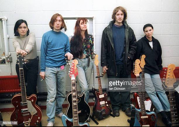 Photo of MY BLOODY VALENTINE and Anna QUIMBY and Bilinda BUTCHER and Debbie GOOGE and Kevin SHIELDS and Colm O'CIOSOIG Group portrait backstage LR...