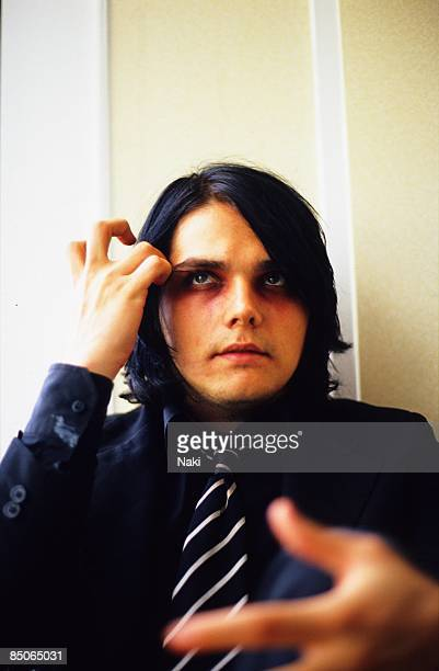 HOTEL Photo of MY CHEMICAL ROMANCE and Gerard WAY Gerard Way posed in hotel room
