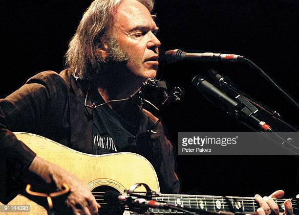 APOLLO Photo of Neil YOUNG /NEIL YOUNG/APOLLO HAMERSMITH/ LONDEN/ENGELAND