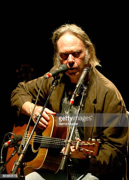 Photo of Neil YOUNG Neil Young live in concert Philharmonie Muenchen solo und acoustic unplugged Akustikkonzert Hochformat
