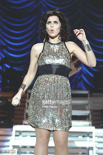 HALL Photo of Nelly FURTADO Nelly Furtado Heineken Music Hall Amsterdam Nederland 13 maart 2007 Pop mainstream Nelly zingt en danst en knipt met haar...