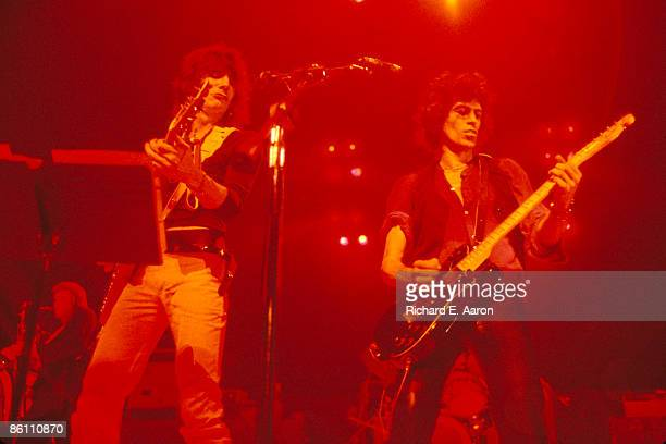 GARDEN Photo of NEW BARBARIANS and Keith RICHARDS and Ron WOOD Ronnie Wood and Keith Richards performing on stage