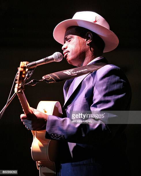 FESTIVAL Photo of Nick COLIONNE Nick Colionne performing on stage