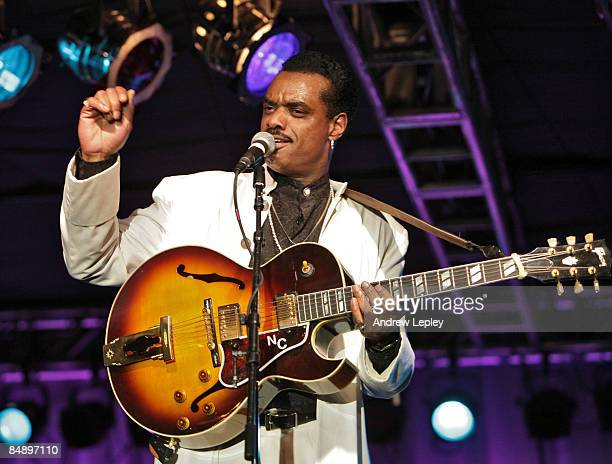 Photo of Nick COLIONNE Performing live onstage