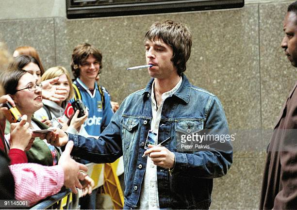 Photo of OASIS /NOEL GALLAGHER MEET FANS ON THE 51TH 51TH AVENUE/NEW YORK/USA