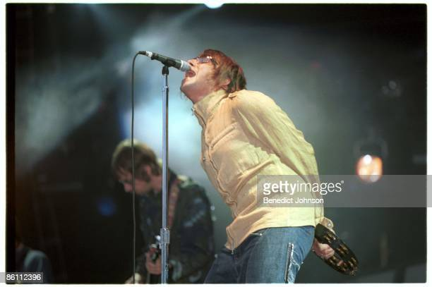 PARK Photo of OASIS and Liam GALLAGHER Andy Bell and Liam Gallgher performing live onstage