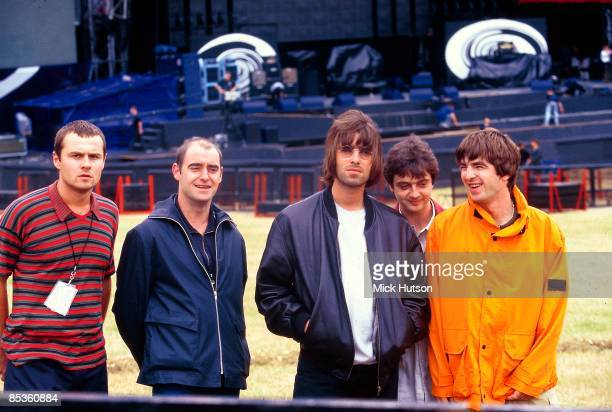 Photo of OASIS; L-R: Alan White, Paul 'Bonehead' Arthurs, Liam Gallagher, Paul 'Guigsy' McGuigan, Noel Gallagher - posed, group shot