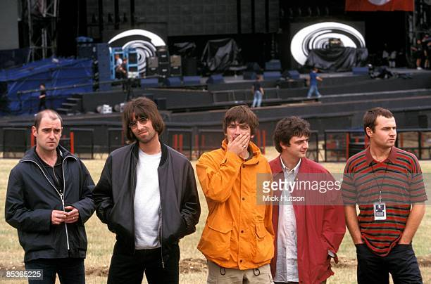 Photo of OASIS; L-R: Paul 'Bonehead' Arthurs, Liam Gallagher, Noel Gallagher, Paul 'Guigsy' McGuigan, Alan White - posed, group shot