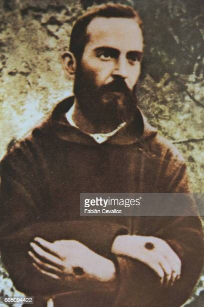 Photo of Padre Pio in the same pose as Saint Francis of Assisi in photo 35