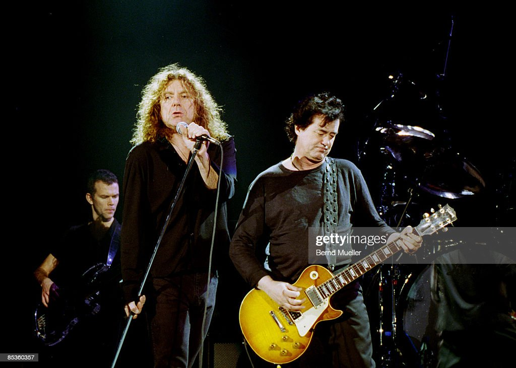 Photo of PAGE & PLANT; Jimmy Page, Robert Plant, frnher Led Zeppelin, live in Concert, in action, Querformat