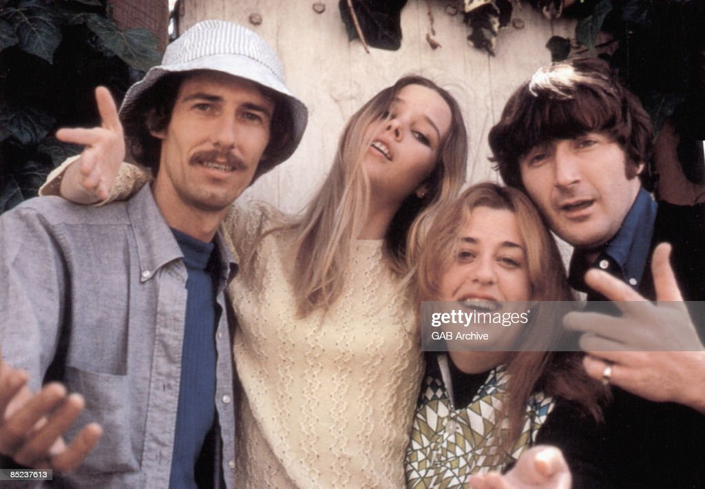 Photo of Papa John PHILIPS and MAMAS & PAPAS and Mama CASS and Denny DOHERTY : Nieuwsfoto's