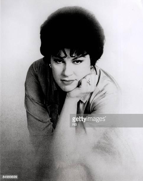 Photo of Patsy CLINE Posed studio portrait of Patsy Cline