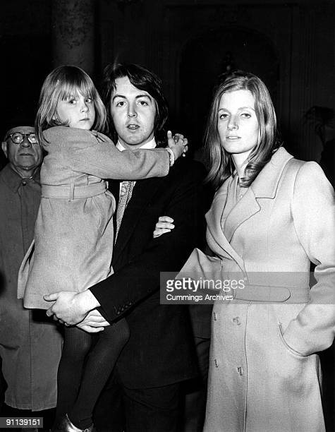Photo of Paul McCARTNEY and Linda McCARTNEY posed with Linda McCartney and daughter Heather McCartney on wedding day