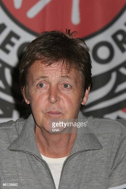 Photo Of Paul McCARTNEY McCartney Signs Copies His New CD At Virgin Megastore In