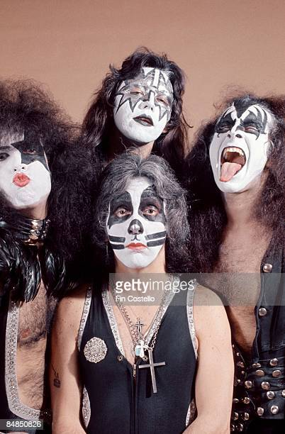 Photo of Paul STANLEY and Gene SIMMONS and Ace FREHLEY and KISS and Peter CRISS LR Paul Stanley Ace Frehley Peter Criss Gene Simmons posed studio...