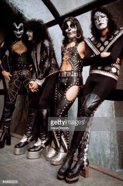 Photo of Paul STANLEY and KISS and Ace FREHLEY and Gene SIMMONS and Peter CRISS LR Gene Simmons Paul Stanley Peter Criss Ace Frehley posed group shot