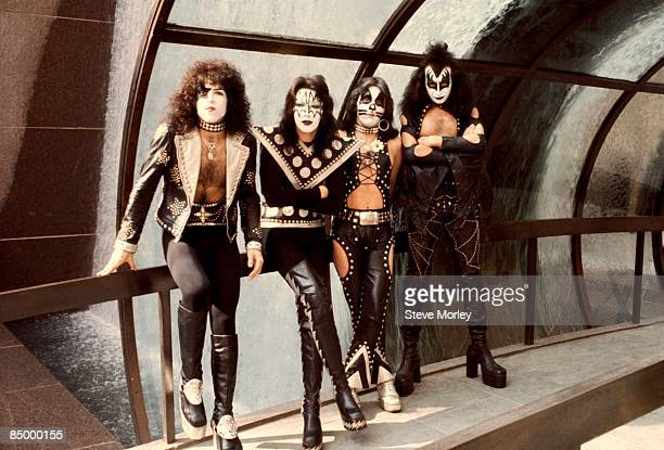 Photo of Paul STANLEY and KISS and Ace FREHLEY and Gene SIMMONS and Peter CRISS LR Paul Stanley Ace Frehley Peter Criss Gene Simmons posed group shot