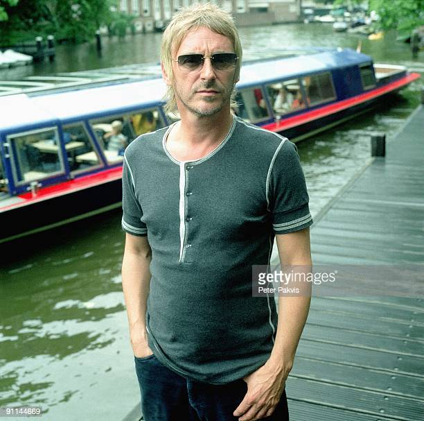 Photo of Paul WELLER Paul Weller Nederland Leidse Brug A'dam 25 juli 2005 Pop punk mod soul gitaar zanger gitarist en componist Paul Weller staat op...