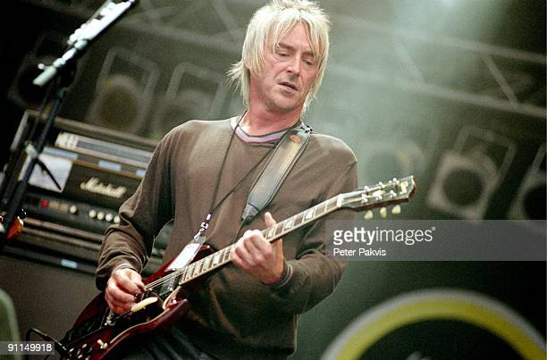 FESTIVAL Photo of Paul WELLER Paul Weller Pinkpop Landgraaf Nederland 03 juni 2006 Pop rock soul zanger en componist Paul Weller speelt tegen een...