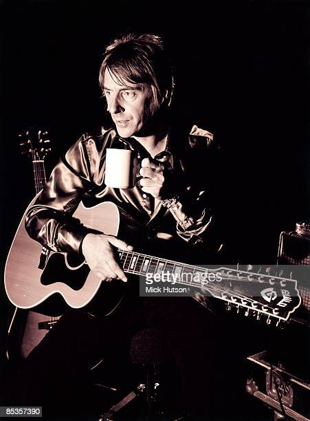 Photo of Paul WELLER Posed portrait of Paul Weller with acoustic guitar and cup of tea 409