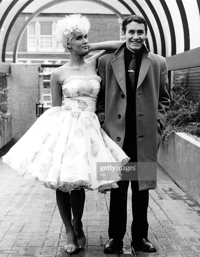 Photo of Paula YATES and Jools HOLLAND : News Photo