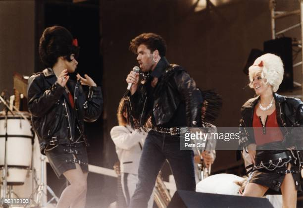 WEMBLEY Photo of PEPSI AND SHIRLIE and George MICHAEL and WHAM George Michael w/Pepsi Shirlie at Wham Farewell concert