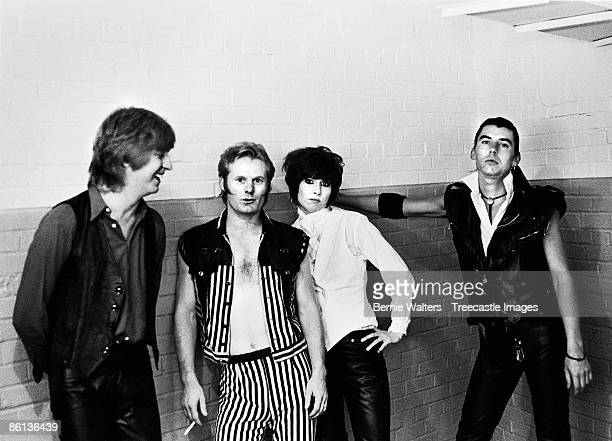 Photo of Pete FARNDON and James HONEYMAN SCOTT and Chrissie HYNDE and PRETENDERS, L-R: James Honeyman-Scott, Martin Chambers, Chrissie Hynde, Pete...
