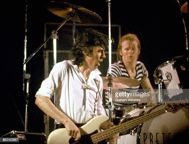 Photo of Pete Farndon and Martin Chambers and PRETENDERS, L-R. Pete Farndon, Martin Chambers.