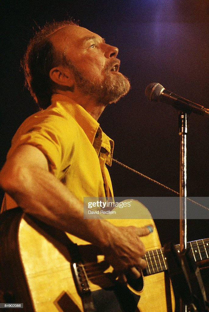 Photo of Pete SEEGER; Pete Seeger performing on stage