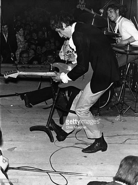 HALLS Photo of Pete TOWNSHEND and The Who Pete Townshend Keith Moon performing live onstage